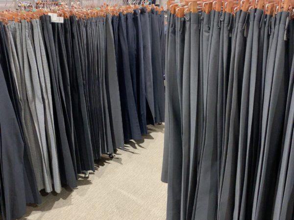 イオンのスーツのズボン