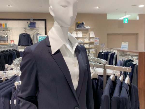 イオンのレディーススーツ